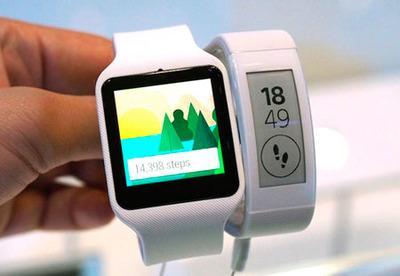 58-IFA-2014-sony-smartbandtalk-smart-watch-3