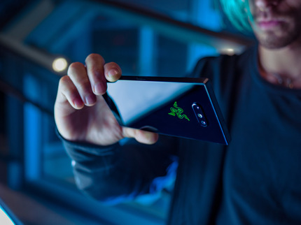 razer-phone-2-lifestyle-7