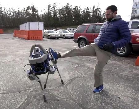 Google子会社「Boston Dynamics」の四足ロボットが小型化!これは飼えるレベル!