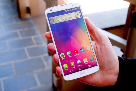 LG-G-Pro-2-in-hand-2