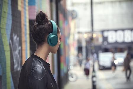 ear_on_Wireless_NC_L_3_jpg