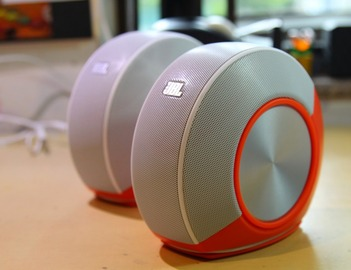 JBL-Pebbles-Computer-Speakers-4