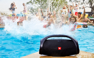 JBL_Boombox_Waterproof_Feature03.jpg