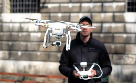ドローン、「目視範囲外」での飛行を禁止にする方針 ─ 国土交通省