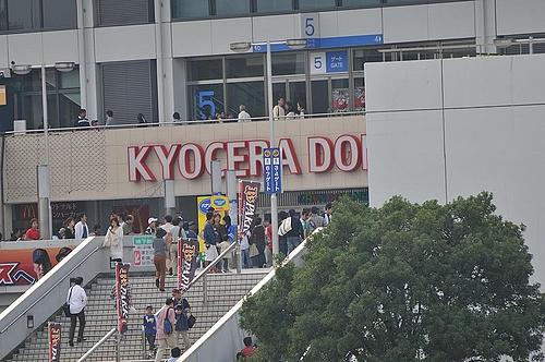 京セラドームに観客が続々と・・・