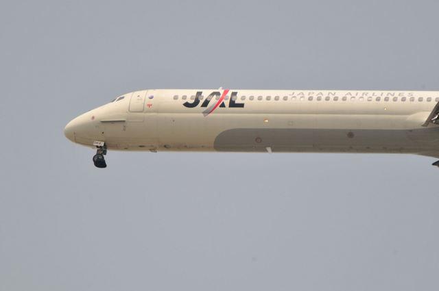 マクダネル・ダグラス MD-90-30 (JA8064)