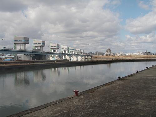 淀川と旧淀川を結ぶ水路