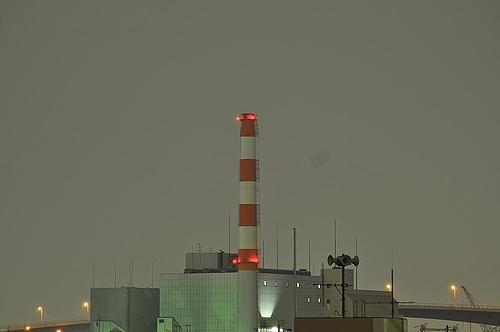 雨夜の工場