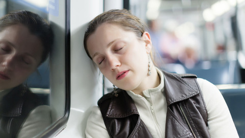130708sleeping_on_the_train_01-thumb-640x360-60779