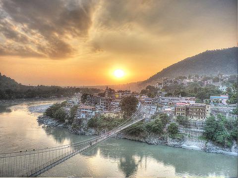 1024px-Sunset_-_Lakshman_Jhula