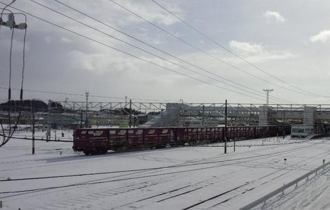 東北本線小牛田構内画像10コンテナ雪景色