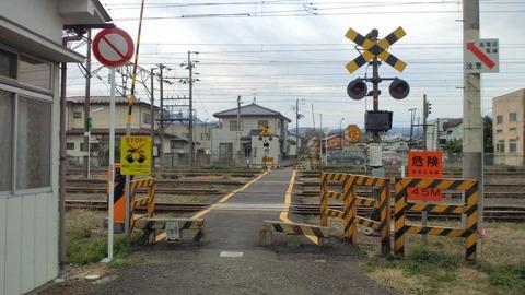 東北本線鷹ノ巣踏切X2方向1