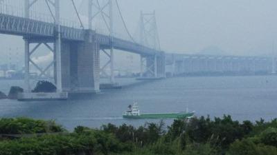 瀬戸自動車道与島眺めタンカー通過1