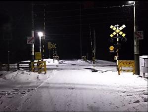 真夜中の雪の踏切1