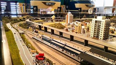 ジオラマ京都HOゲージ左側奥2在在線ホーム2