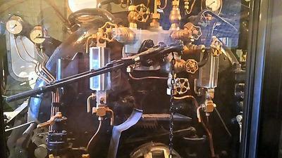 鉄博131−C57蒸気機関車運転台1
