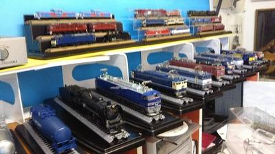 HOゲージ飾り棚上車両ケースなし機関車1