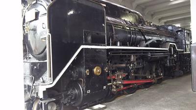 46-D51なめくじ蒸気機関車正面斜め1