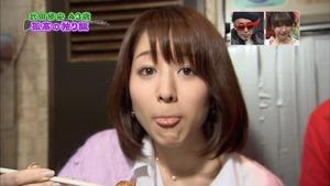 舌を出す田中アナ
