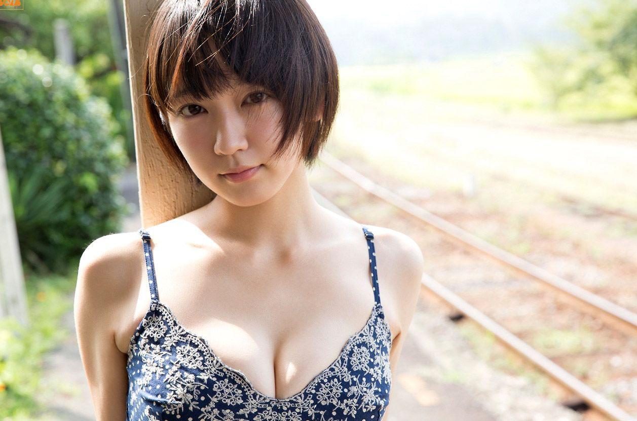 【画像あり】女優・吉岡里帆のグラビアがエロすぎる