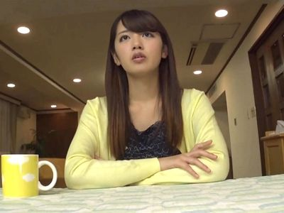 【悲報】NHKの女子アナウンサー、胸がでかすぎて服がはちきれそう