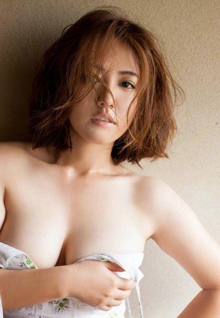 Fカップのグラビアアイドル・磯山さやか(32)の水着画像まとめ