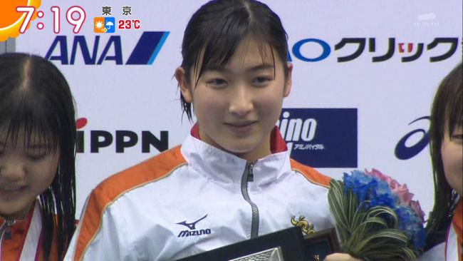 【画像】池江璃花子(16)が競泳水着で胸チラ!谷間みえちゃってたww