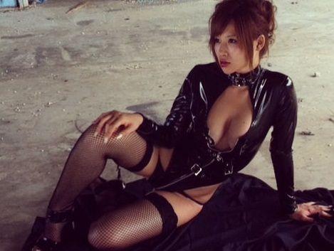 手島優ちゃんがエロすぎるボンテージスーツ姿をアップし話題に
