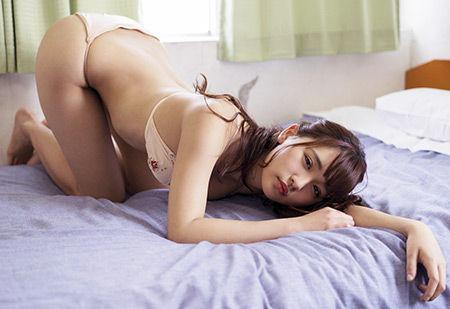 「グラビア界の4番」浅川梨奈 艶っぽさ全開ショット披露