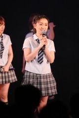 ミニスカ姿・大島優子がAKB2期生10周年公演で全力パフォーマンス