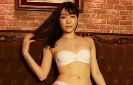 末永みゆちゃん(21)が1年ぶりのイメージビデオでセクシー下着姿を披露!