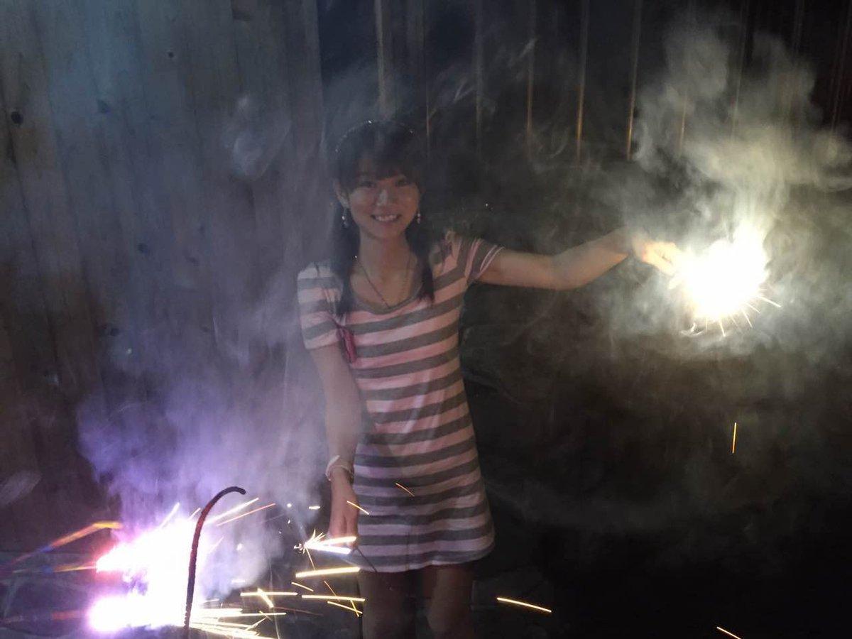 【エンタメ画像】ワンピース姿で花火を楽しむほしのあすかさん とても29齢には見えない