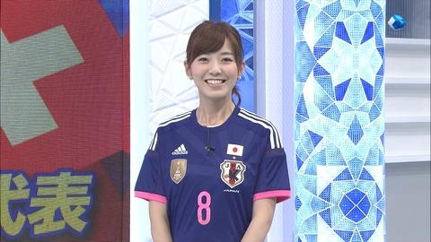 【エンタメ画像】【画像あり】フジテレビの内田嶺衣奈アナの日本代表ユニ姿が可愛すぎるwwwwwwwwww