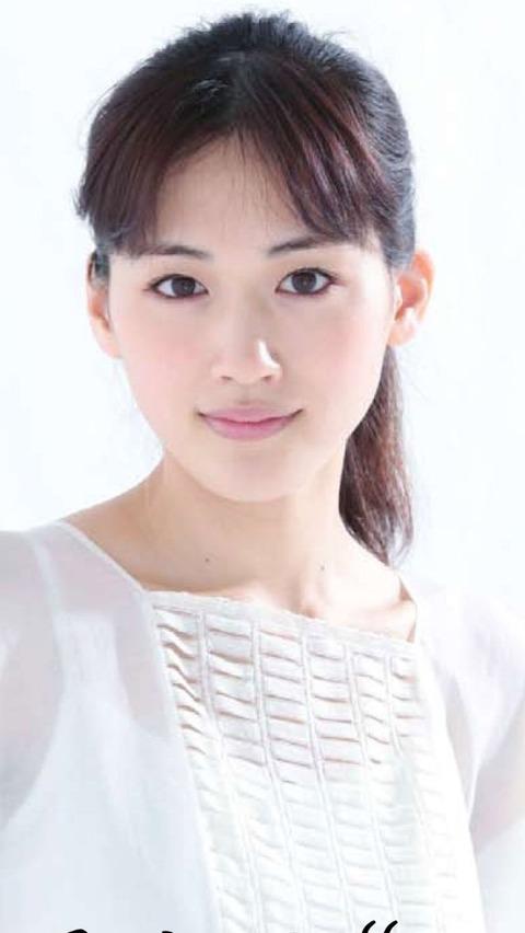 【エンタメ画像】30,歳の綾瀬はるか 24歳の前田敦子 お前らが25歳ならどっちと付き合いたい?