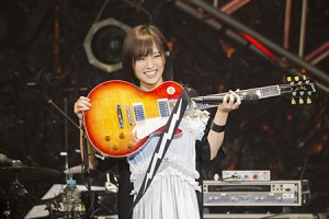 【エンタメ画像】さや姉ソロツアー千秋楽 ギターにアゴ乗せた姿にファン爆笑
