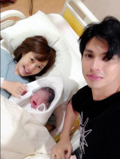 【画像】川崎希が第1子男児出産!夫アレクは赤ちゃんより大きな声で号泣