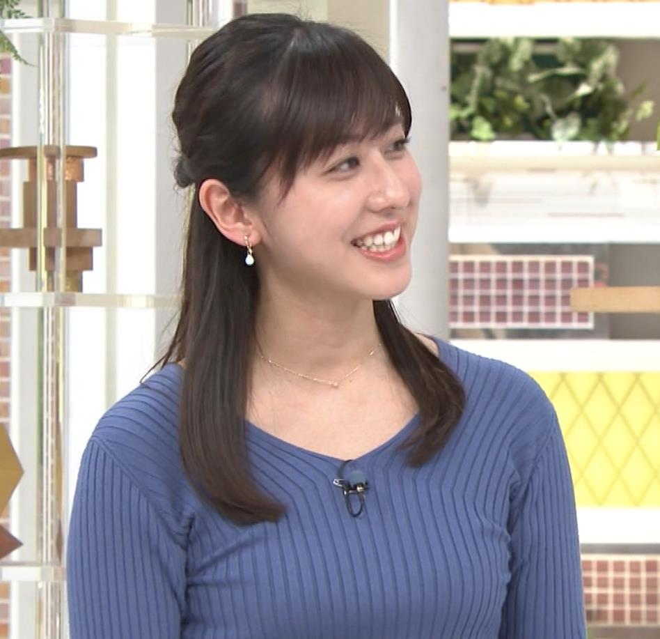 【女子アナ】斎藤ちはるアナ、お辞儀でお〇ぱい谷間を見せてしまうw