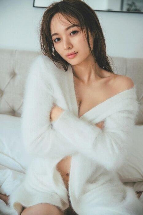 【乃木坂46】梅澤美波、Tバックがエッロすぎるw