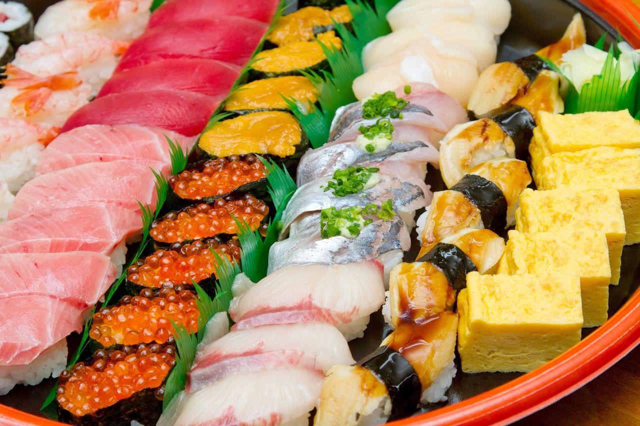 俺「腹減ったなぁ・・・そうだww寿司買おうww」 店員「へいらっしゃい」 俺「・・・特上4人前持ち帰りで・」