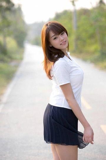 篠崎愛とかいうAVに行けばみんなが幸せになれるのに断固として拒否してる女wwwwwwwww