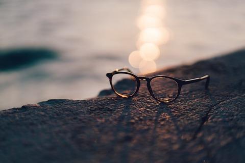 eyeglasses-2587192_640