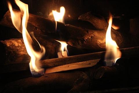 fireplace-1761125_640