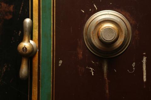 door-bell-498392_640