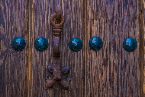 door-2441510_640