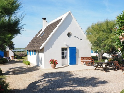 holiday-house-1522051_640