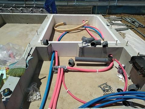 4.足場設置開始,床下給水給湯②