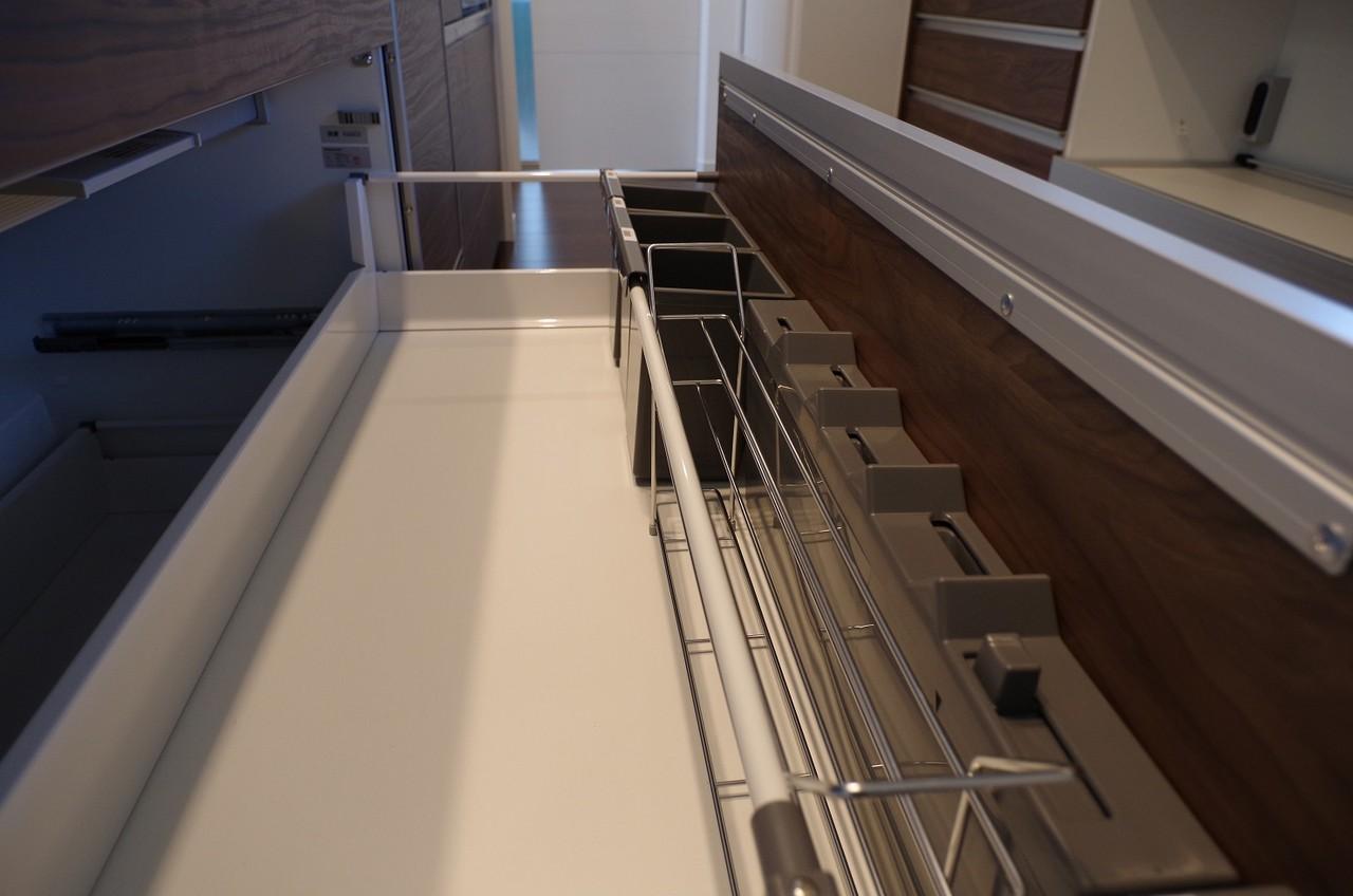 2階キッチン収納3