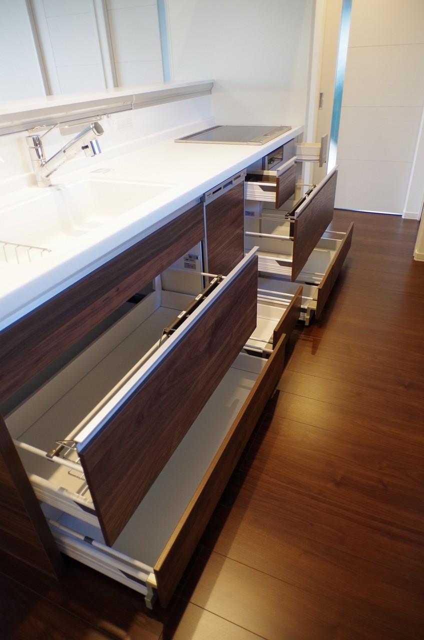 2階キッチン収納1