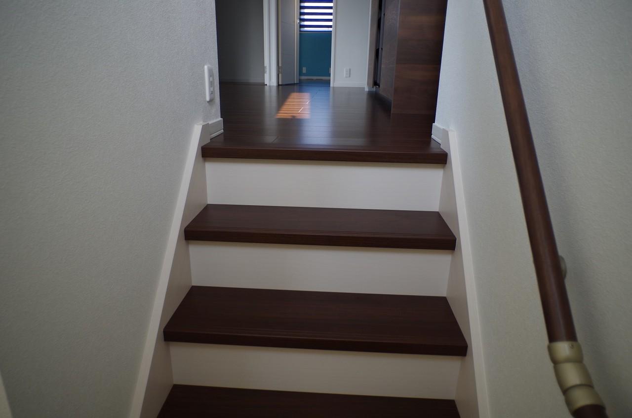 内覧会1*内装*階段との境2