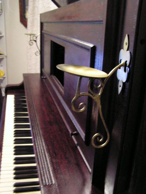 ピアノろうそく立て